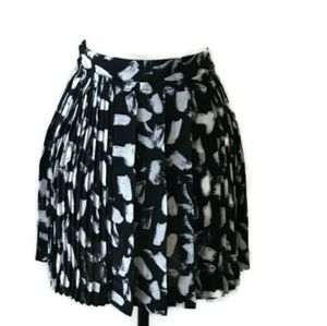 Banana Republic   Black White Pleated Floral Skirt